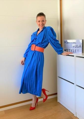come abbinare i colori nell'abbigliamento complementari blu arancio